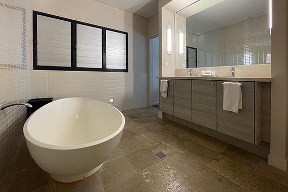 Courtyard One Bedroom Suite-Bathroom